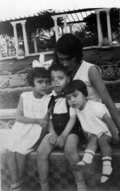 Blanca Varela (izquierda) junto a su madre y hermanos. (Foto: Archivo Blanca Varela).