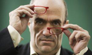 Tóibín, el autor. Su novela pierde mucho por no salir de la cabeza de su protagonista.